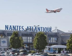 Photo de la facade de l aeroport de nantes atlantique